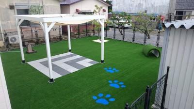 旭川市 外構 人工芝生 パーゴラ コンクリート平板 足跡